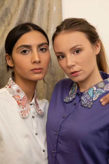 Chemises Ami en coton biologique blanche et violette broderie à la main
